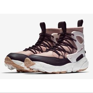 Nike WMNS Air Footscape Utility Shoes, Pink